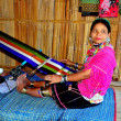Chiang Mai, Thailand: Hill Tribe Woman Weaving at Loom — Stock fotografie
