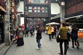 Chengdu, China: People Strolling on Jin Li Street — Stock Photo