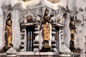 Chiang Mai, Thailand: Thai Khong Figures at Wat Nantaram — Stock Photo
