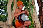Chiang Mai, Thailand: Teenaged Monk in Tree Installing Electric Light — Stok fotoğraf