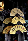 Chengdu, China: Hand-Crafted and Painted Chinese Fans — Stock Photo