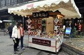 Chengdu, Çin: Çinli kızlar jin li sokak Hat sanatı standında alışveriş — Stok fotoğraf