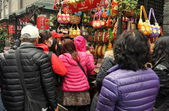 Chengdu, China: Family Shopping at Crotchet Booth on Jin Li Street — Stock Photo