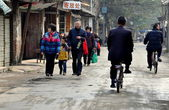Pengzhou, China: Busy Street with People Walking and on Bicycles — Stock Photo