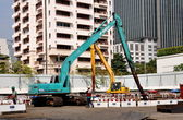 Bangkok, Thailand: Cranes at Apartment Building Construction Site — Stock Photo