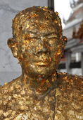 Bangkok, Thailand: Monk Statue Covered with Gold Leaf — Stock Photo