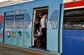 Bangkok, Tailandia: bts skytrain con passeggeri — Foto Stock