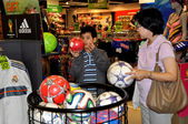 Bangkok, Thailand: Mother & Son Shopping for Basketball — Stock Photo