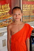 Bangkok, Thailand: Boy Monk at Wat Chaichana Songkhram — Stock Photo