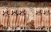 Lopburi, Thailand: Bas Relief Buddhas at 13th century Khmer Temple — Stock Photo