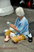 Bangkok, Thailand: Woman Begging on Silom Road — Stock Photo