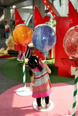 Bangkok, Thailand: Little Girl Looking at Christmas Decorations — Stock Photo