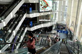 Bangkok, Thailand: Atrium at Terminal 21 Shopping Centre — 图库照片