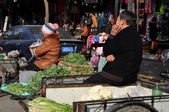 Pengzhou, China: Farmers at Tian Fu Market — Stock Photo