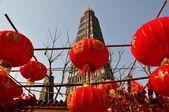 Pengzhou, china: lange xing-pagode und chinesisches neujahr-dekorationen — Stockfoto