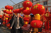 Pengzhou, China: Man Selling Chinese New Year Decorations — Stock Photo