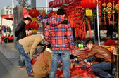 Pengzhou, China: Youths Buying New Year Decorations — Stock Photo