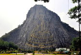 Pattaya, Thailand: Khao Chi Chan Buddha Engraved on Mountainside — Stock Photo