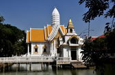 Pattaya, Thailand: White Pavilion and Prang at Wat Chai Mongkhon — Foto Stock