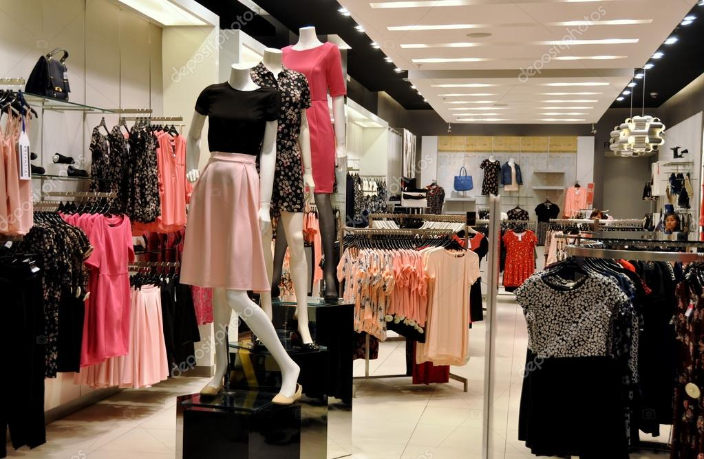 Pattaya thailand elegant woman 39 s clothing store at - Centro comercial moda shoping ...