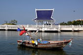 Bang Saen, Thailand: Fishing Boat and Thai Sala — Stock Photo