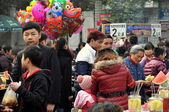 Pengzhou, China: People and Food Vendors at City Park — Стоковое фото