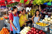 Pattaya, Thailand: Women Selling Fruit at Chai Mongkhon Market Hall — Stock Photo