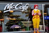 Pattaya, Thailand: Ronald McDonald Statue at Fast Food Restaurant — Stock Photo