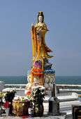 Bang Saen, Thailand: Guan Yin Buddha Statue — Stock Photo