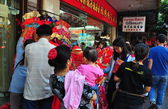 Bangkok, Thailand: People Shopping in Chinatown — Stock Photo