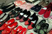 Beijing, China: Display of Footwear at Shi Sa Hai Hutong — Stock Photo