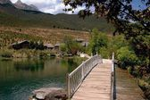 Lijiang Twp: Wooden Bridge to Ju Zhu Qing Tian Stone Village — Stock Photo