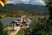 Guan Yin Xia, China: Lakeside Naxi Village — Stock Photo