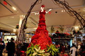 NYC: Flower Gown at Macy's Spring Flower Show — Stock Photo