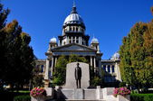 Springfield, Illinois:  Illinois State Capitol Building and Lincoln Statue — Stock Photo