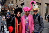 NYC: Trio of Fashionable People at Easter Parade — Stock Photo