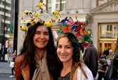 NYCL Two Women at Easter Parade — Stock Photo