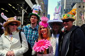 NYC: People at Easter Parade — Stock Photo