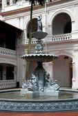 Singapore:  Raffles Hotel Courtyard Fountain — Stock Photo