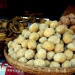 Luo Dai, China: Fried Flour Balls — Stock Photo #46902311