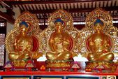 Penang, Malaysia: Gilded Buddhas at Chinese Temple — Stock Photo