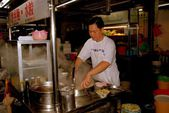 Georgetown, Malaysia: Cook at Food Court — Stock Photo