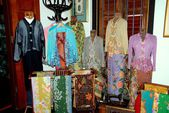 Georgetown, Malaysia: Fashionable Clothing at Peranakan Museum — Stock Photo