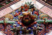 Melaka, Malaysia: Ceramic Figures on Chinese Temple — Stock Photo