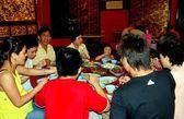 Melaka, Malaysia: People Dining at Restaurant — Stock Photo