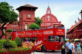 Melaka, Malaysia: Tour Bus in Stadthuys Square — Stock Photo