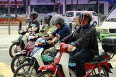 Kuala Lumpur, Malaysia: People on Motorbikes — Stock Photo