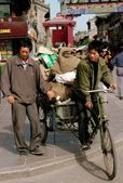 Xi'an, China: Boy and his Father with Bicycle Cart — Stock Photo