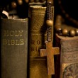 Holy Bible and Rosary Beads — Stockfoto