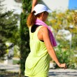Young lady in sorts outfit training in the park morning — Stock Photo